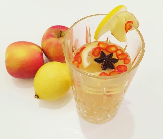 Varm æblemost med chili, ingefær og citron